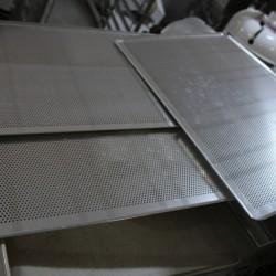 Tavi NOI perforate 600x400 mm
